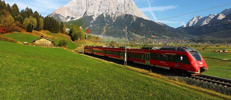 Wer gerne mit dem Zug fährt, reist nach Mühldorf direkt mit der Bahn an.<br /> Am ICE Bahnhof in Mallnitz hält 7x täglich ein internationaler Zug aus Norden und Süden. <br /> Von Bahnhof Mallnitz gelangen Sie bequem mit dem Bus zu uns nach Mühldorf.<br /> <br /> Mehr Infos unter:<br /> www.oebb.at oder Mobilitäts-Call-Center (Tel 05 1717)